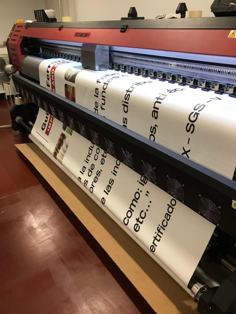 Tejidos especiales de nueve capas, cinco capas y tres capas, son puestos a la venta por Guillen Ferrero, S.L. en el canal audiovisual, rotulación y  publicidad.