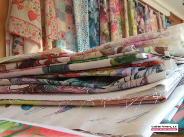 Numerosas son las colecciones textiles que se lanzan a los mercados nacionales e internacionales con nuestros tejidos HALF PANAMA y PANAMAS, tanto en Algodón 100% como en Poliéster Algodón 50%50%.
