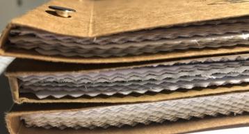 Numerosos muestrarios textiles son enviados a nuestros clientes de canales deportivos a diario.